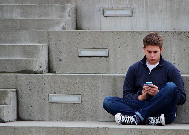 """Adolescente """"conectado"""""""